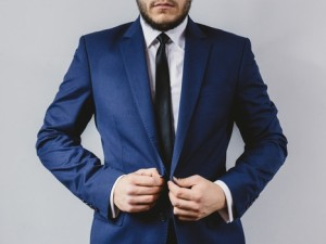 suit-portrait-preparation-wedding-medium